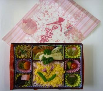 平成25年3月15日「春さくら弁当」発売しました!